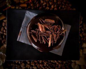 Alimentos que ayudan a quemar grasa: chocolate oscuro