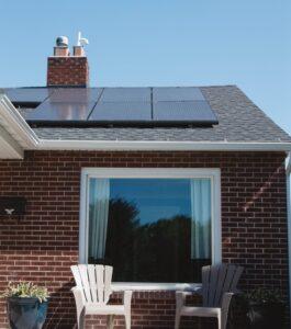Paneles solares en un tejado