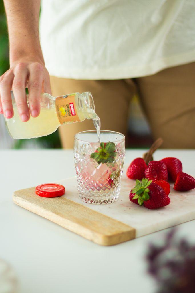 El ácido del limón y la dulzura de la fresa