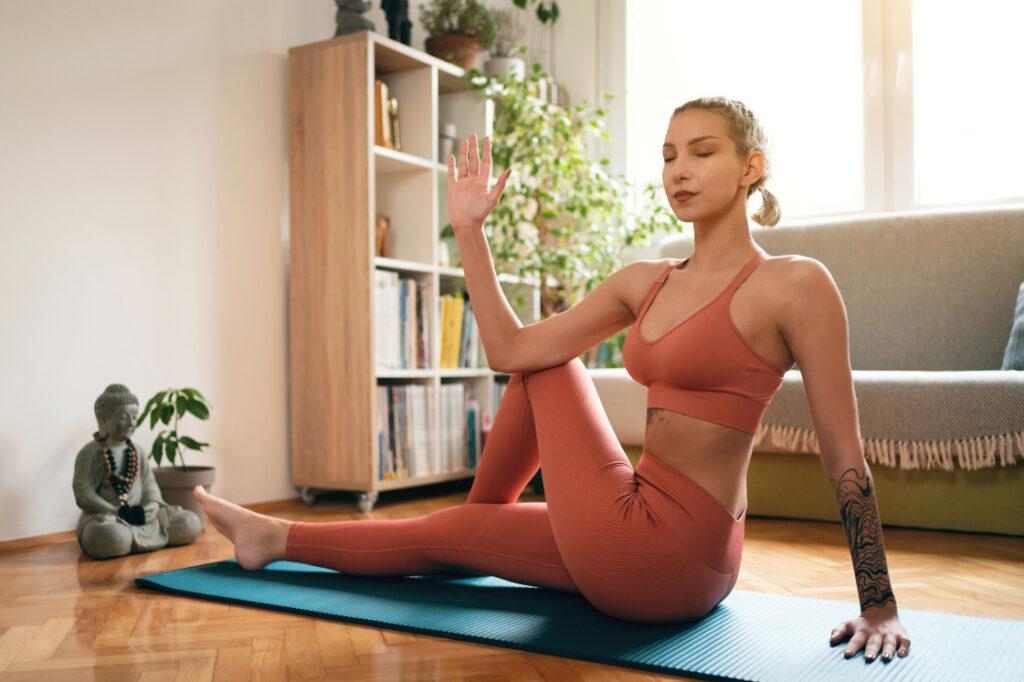 Postura yoga para principiantes: la torsión, una asana muy fácil