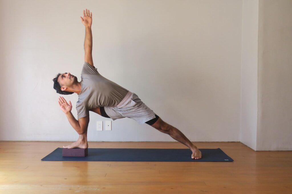 Postura del ángulo lateral extendido