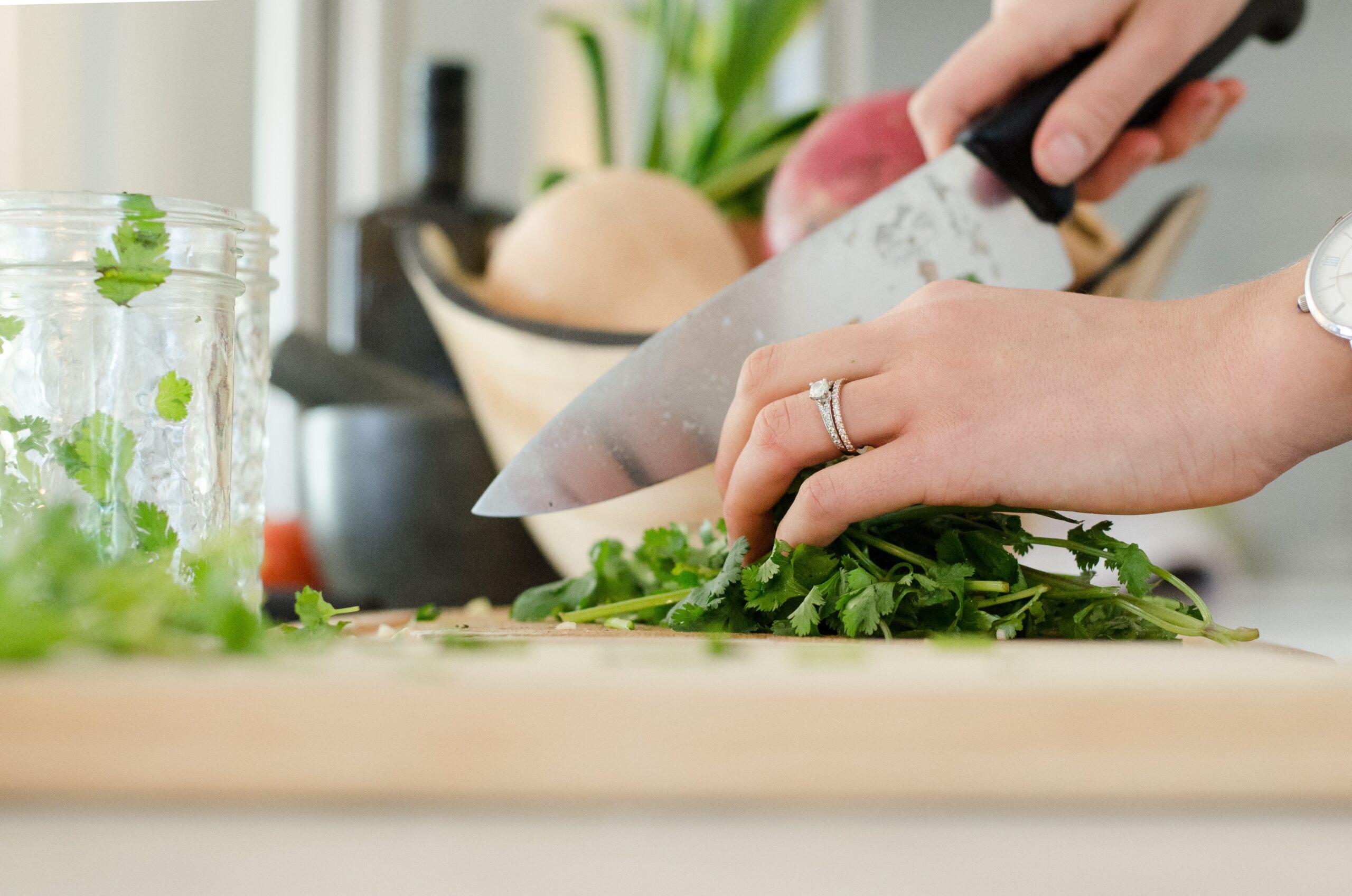 Cocinar más y comer menos fuera